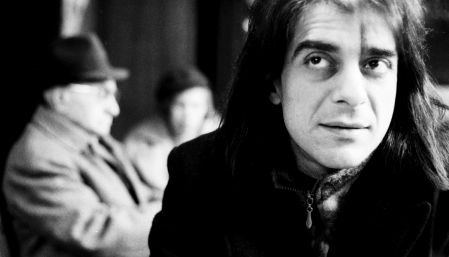 Mick in Italian café